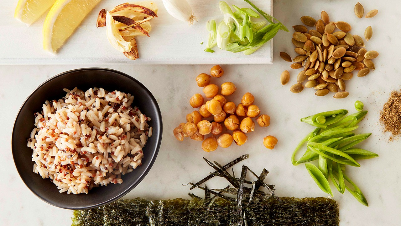 seaweed and garlicky chickpea rice bowl ingredients overhead