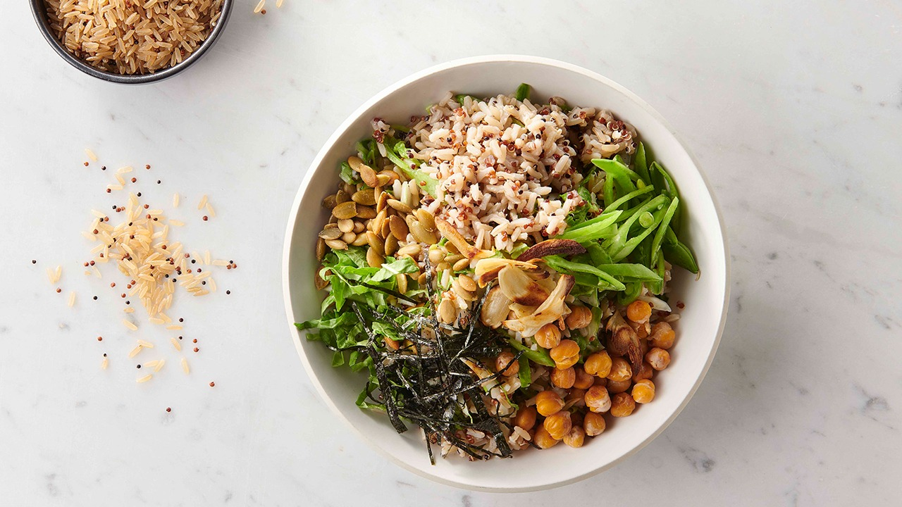 seaweed and garlicky chickpea rice bowl overhead
